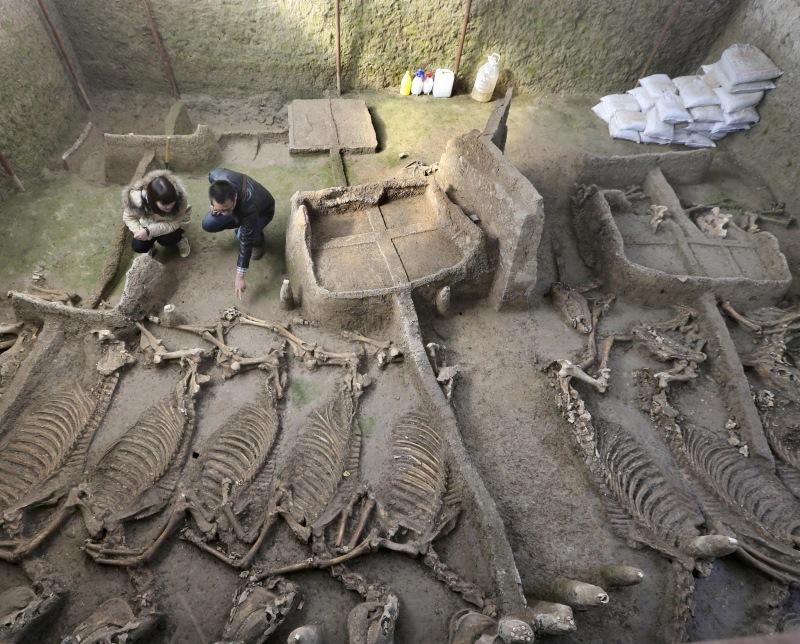 Войдя в гробницу китайского императора, археологи опешили. Таких находок они не ожидали...