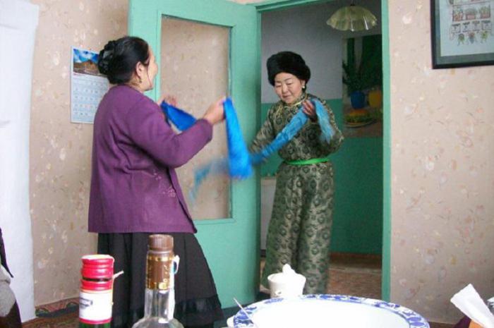 Как люди приветствуют друг друга в разных странах мира: 14 традиций