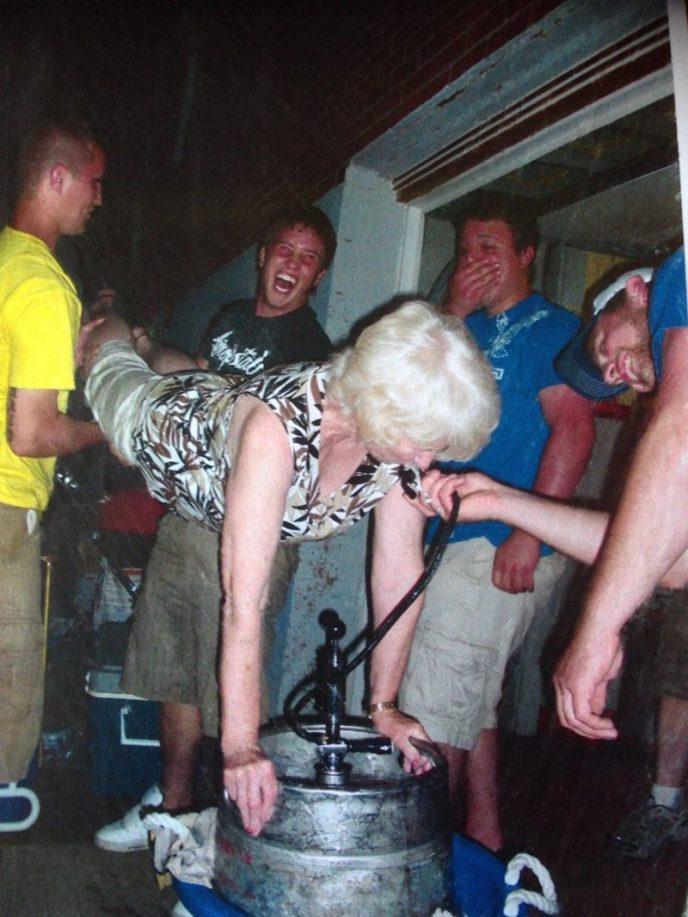 пьяные голые бабушки фото