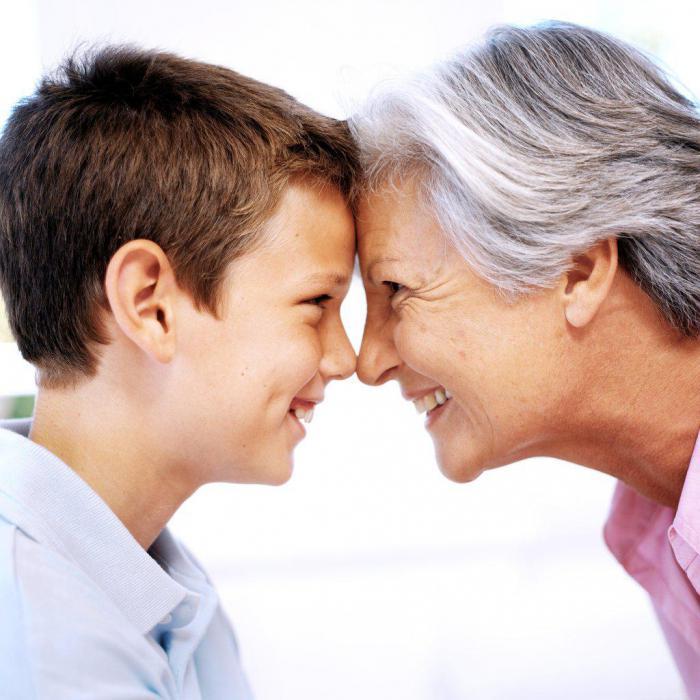 Бабушки и дедушки, которые помогают воспитывать внуков, живут дольше!