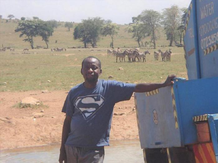 Этот человек каждый день помогает диким животным выжить