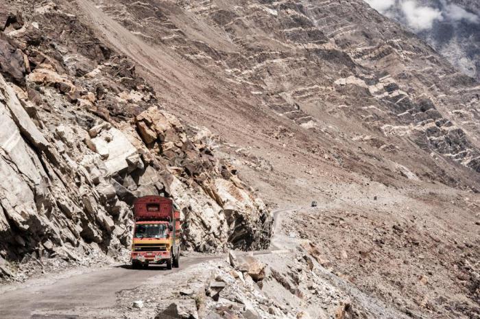 А вы бы решились проехать здесь? 14 опаснейших дорог мира
