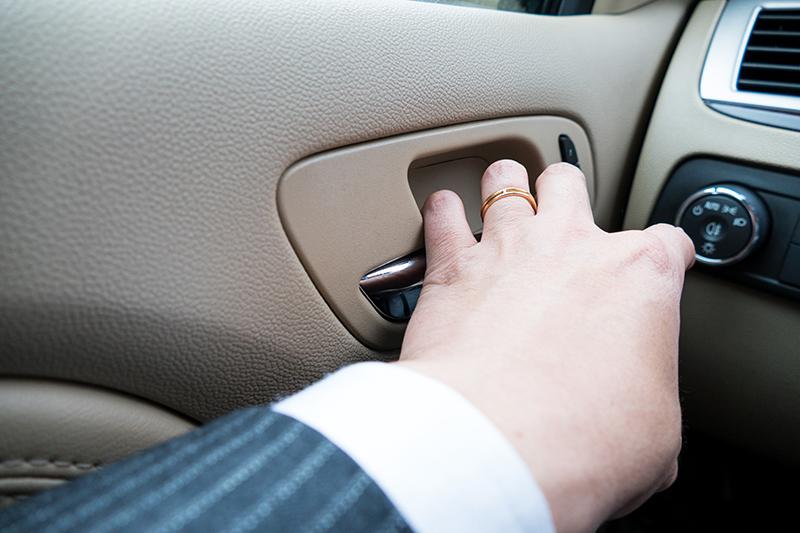 Никогда не открывайте водительскую дверь левой рукой. Вот почему…