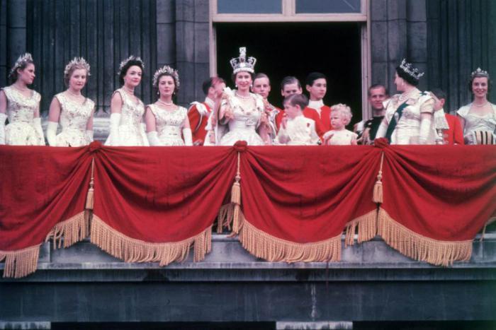 65 лет на престоле. Как Елизавета II отмечает сапфировый юбилей?