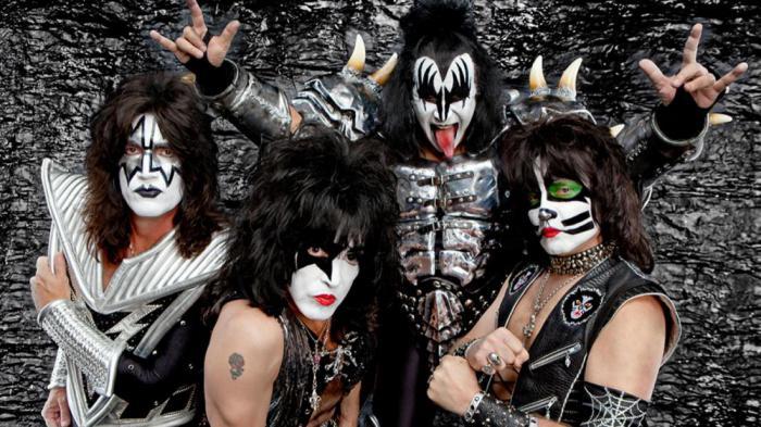 «Поцелуй навылет»: группа Kiss начинает европейское турне с Москвы