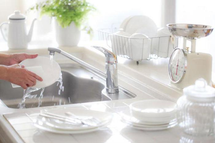 Как сделать средство для мытья посуды своими руками?