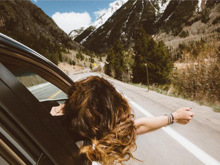 8 продуктов, которые не стоит употреблять во время долгой поездки на машине