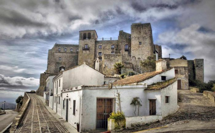 19 потрясающих европейских замков, где туристы могут остановиться на ночь