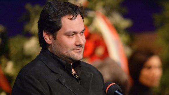 Ильдар Абдразаков: биография и подробности личной жизни исполнителя