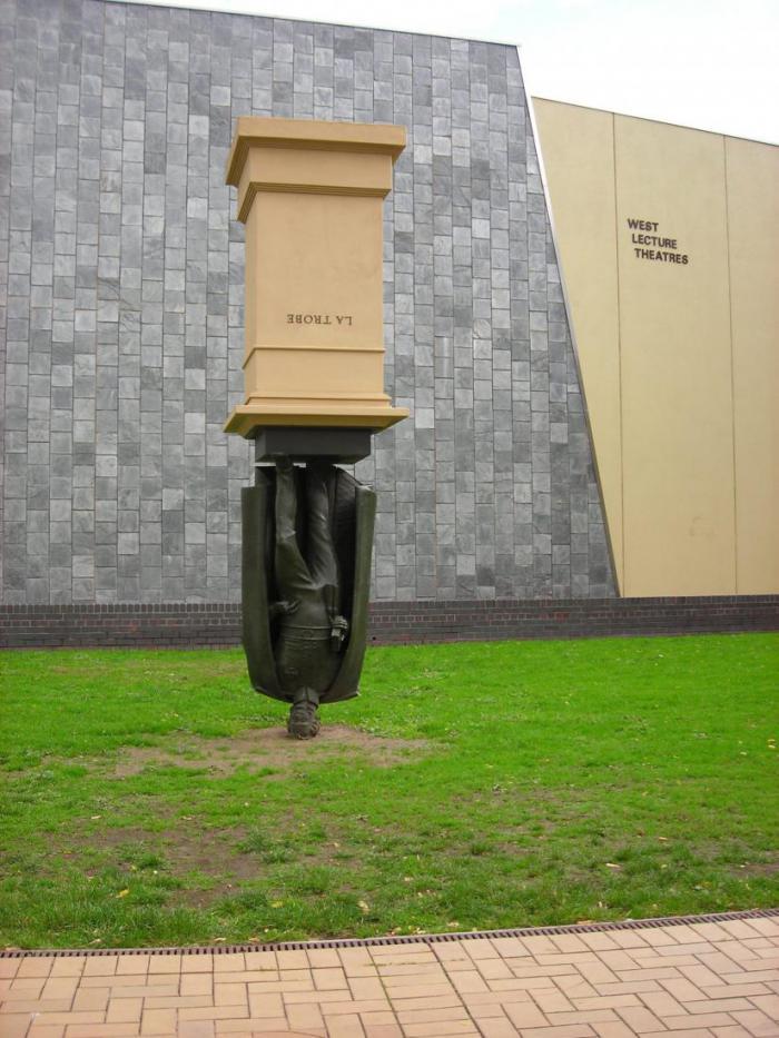 Самые смешные памятники в мире
