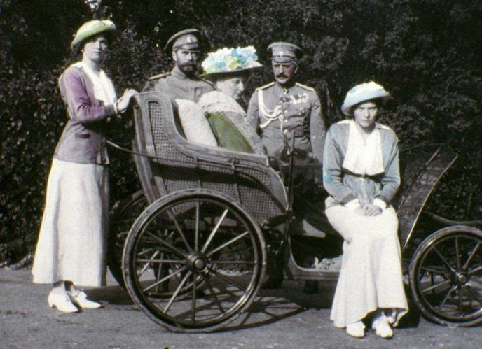 Последние фотографии семьи Романовых, которые разукрасила княжна Анастасия