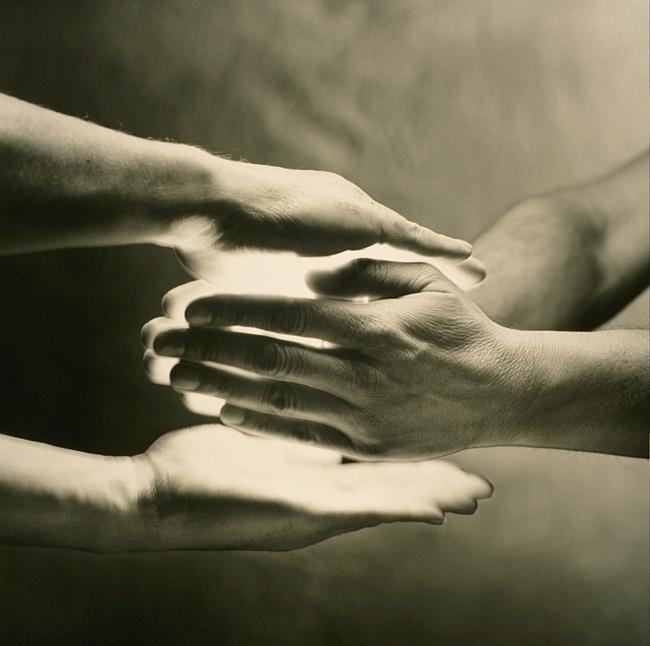Мигель Руис: Еслисвое счастьепередаешьв чужие руки,егорано или поздноразобьют