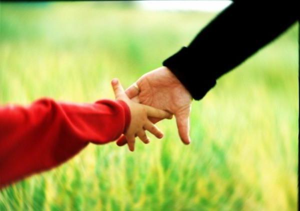 держать за руку знакомую девушку во сне