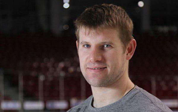 Александр Рязанцев: профессиональный хоккеист
