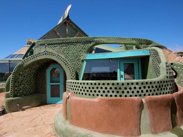 Этот дом стоит всего 7 500 $, а еще экономит воду и электроэнергию. Его может построить каждый!