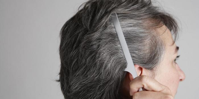 Что на самом деле происходит, когда волосы начинают седеть?
