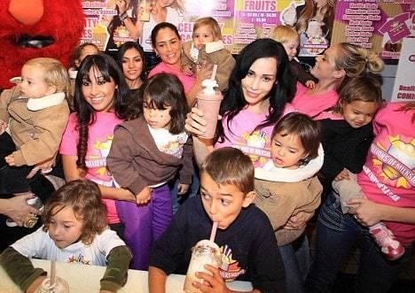 Помните первую в мире женщину, родившую сразу 8 детей? Вот они сейчас
