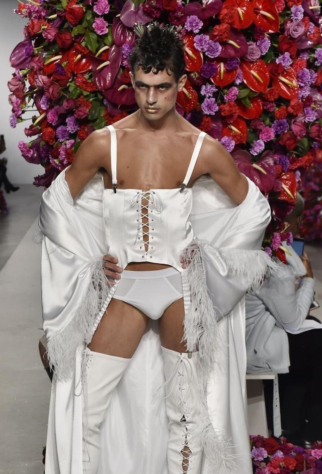 Испанский модельер убежден, что настоящий мужчина должен выглядеть именно ТАК!