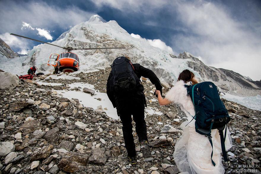 Эти двое 3 недели шли на Эверест, чтобы сделать там свадебные фото