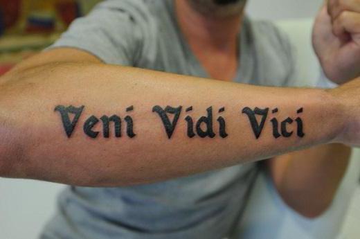 Тату надпись латынь