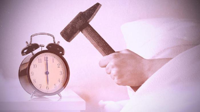 Люди, которым трудно вставать по будильнику, более интеллектуальны: мнение ученых