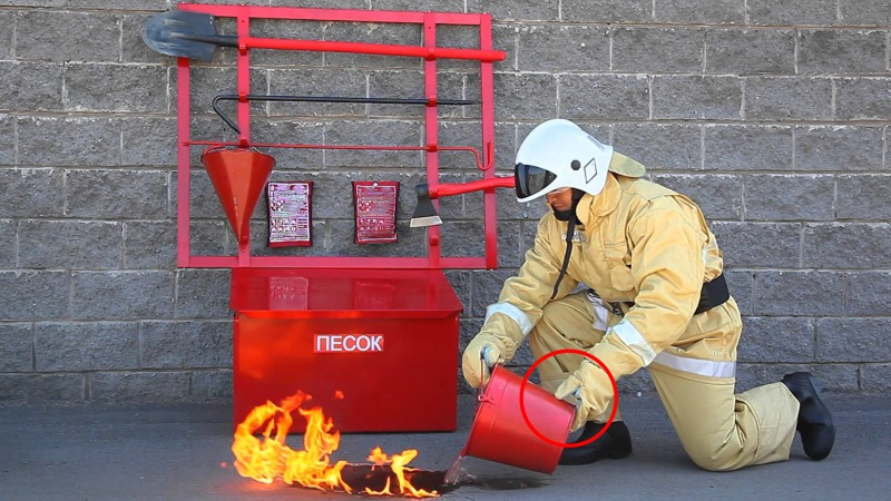Вот почему у пожарного ведра такая странная форма. Оказывается, для этого есть сразу 5 причин!