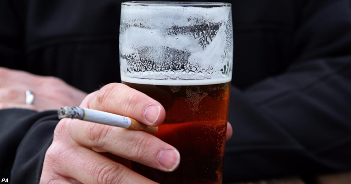 Вот почему вам так сильно хочется курить, когда вы пьете