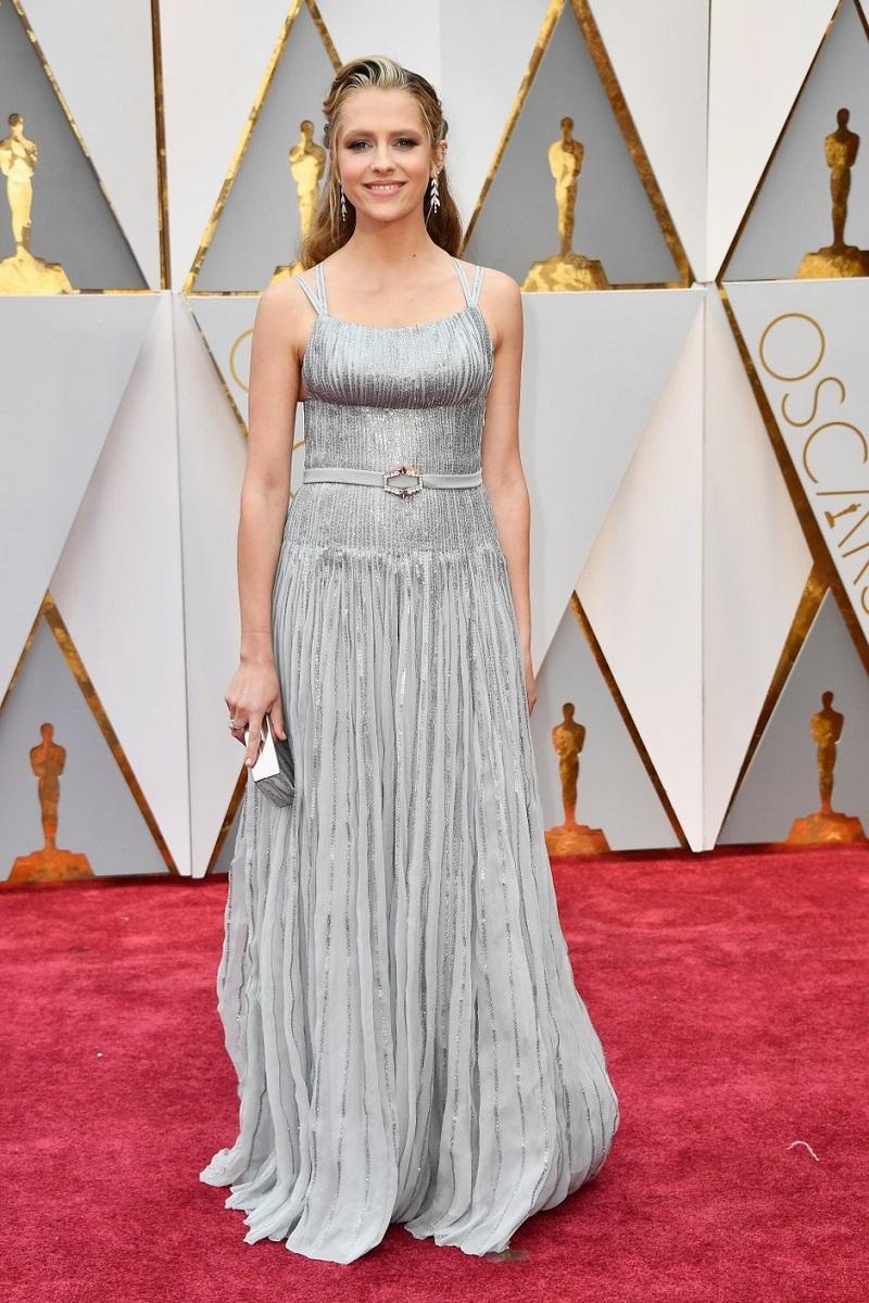 Этот сверхсексуальный наряд Сальмы Хайек на церемонии «Оскар-2017» вызвал всеобщий ажиотаж...
