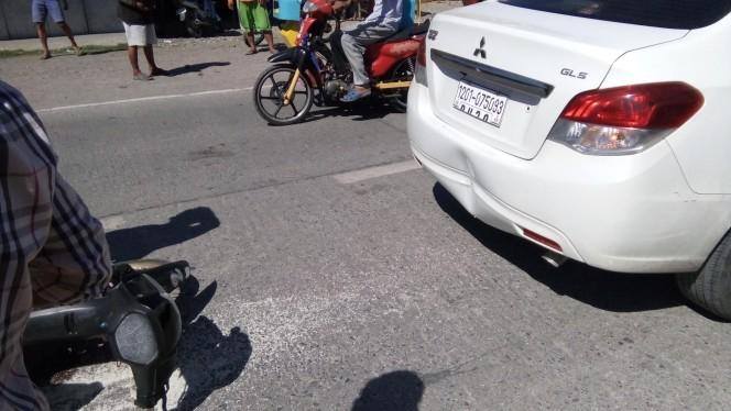 Водитель разозлился, когда в его машину сзади врезались. Но потом он заметил кое-что на дороге…