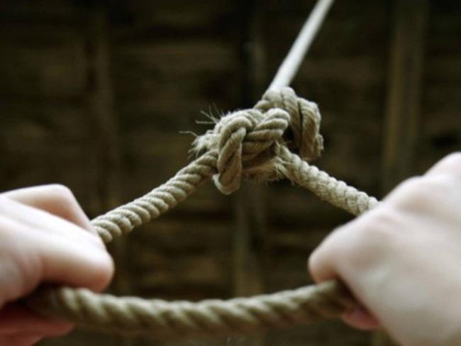 Из-за этой «игры» уже 20 подростков совершили самоубийство... Вот как уберечь своих детей.