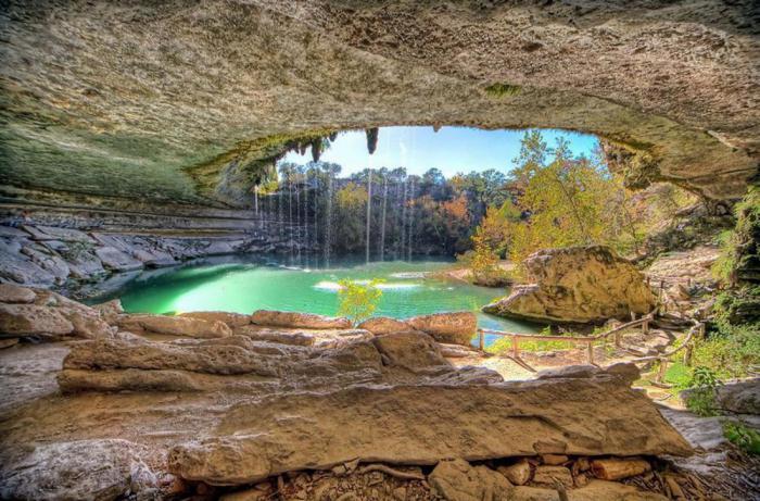 10 удивительных подземных водоемов