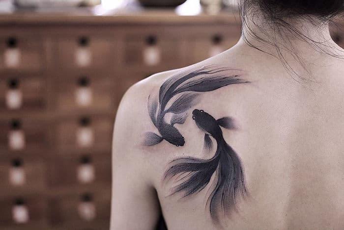 Китайский художник, вдохновлённый древней живописью, создаёт акварельные татуировки, в которые сложно не влюбиться