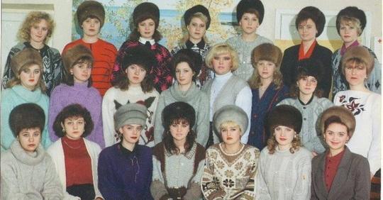 В Советском Союзе женщины не снимали шапки в помещениях…У них у всех мерзнет голова?