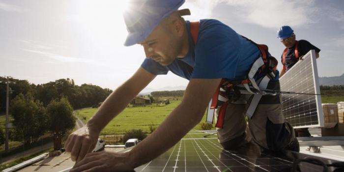 Сектор солнечной энергии обеспечивает больше рабочих мест в Америке, чем отрасли традиционных видов топлива